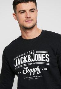 Jack & Jones - JORLIFE CREW NECK - Sweatshirts - tap shoe - 4