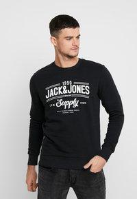 Jack & Jones - JORLIFE CREW NECK - Sweatshirts - tap shoe - 0