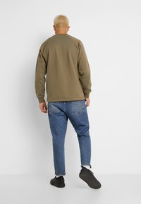 Jack & Jones - JORYUKON CREW NECK - Sweatshirt - dusty olive - 2