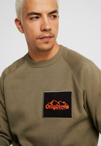 Jack & Jones - JORYUKON CREW NECK - Sweatshirt - dusty olive - 3