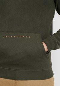 Jack & Jones - JCOPOLAR  HALF ZIP - Hoodie - forest night - 3