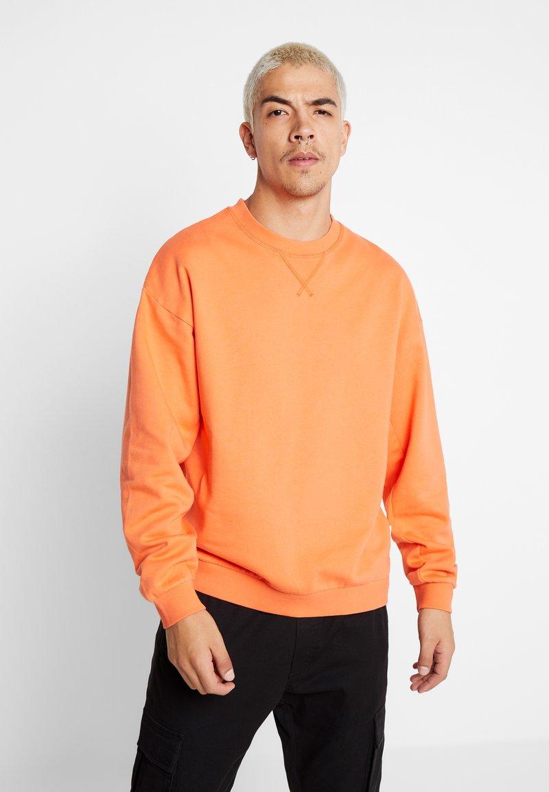 Jack & Jones - JORFILEY CREW NECK NEW BOX FIT - Sweatshirts - nasturtium