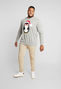Jack & Jones - JORSNOWFALL CREW NECK  - Sweatshirt - light grey melange - 1