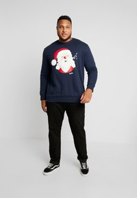 Jack & Jones - JORSNOWFALL CREW NECK  - Mikina - navy blazer - 1