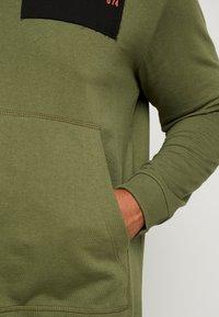 Jack & Jones - JCOUNDERS CREW NECK - Sweatshirt - winter moss - 3