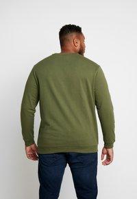 Jack & Jones - JCOUNDERS CREW NECK - Sweatshirt - winter moss - 2