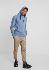 Jack & Jones - JCOBATTE HOOD HIGH NECK - Felpa con cappuccio - china blue - 1