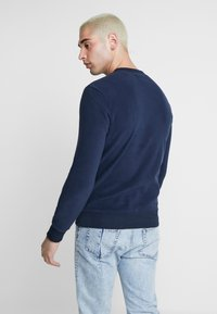 Jack & Jones - JORNORTH CREW NECK - Sweat polaire - navy blazer - 2