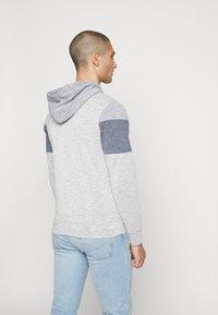 Jack & Jones - JCOTOOK ZIP HOOD - Zip-up hoodie - grey - 2