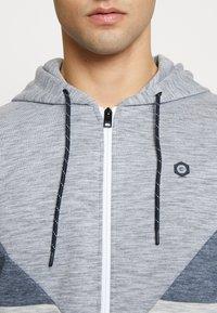 Jack & Jones - JCOTOOK ZIP HOOD - Zip-up hoodie - grey - 4
