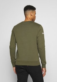 Jack & Jones - JCOHOLM CREW NECK - Sweatshirt - dusty olive - 0