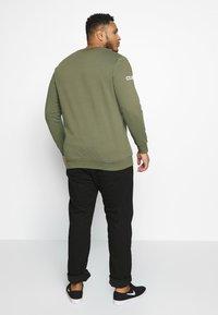Jack & Jones - JCOHOLM CREW NECK - Sweatshirt - dusty olive - 2