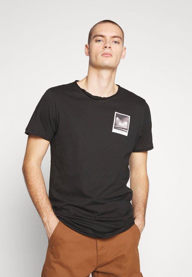 JORPANAX TEE CREW NECK  - T-shirt con stampa - black