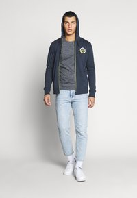 Jack & Jones - JCOSTRONG ZIP HOOD - Zip-up hoodie - sky captain melange - 1