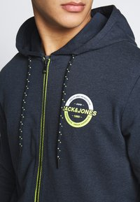 Jack & Jones - JCOSTRONG ZIP HOOD - Zip-up hoodie - sky captain melange - 3
