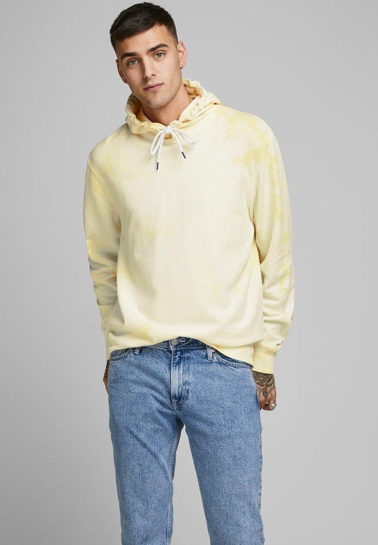 Jack & Jones BATIK - Bluza z kapturem - yellow
