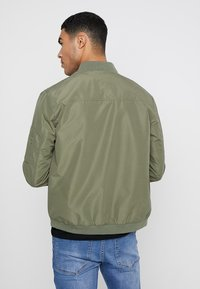 Jack & Jones - JJEDESERT - Bomberjacks - dusty olive - 2