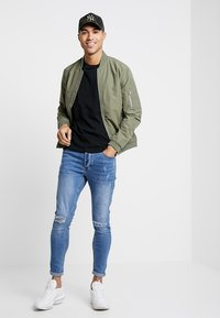 Jack & Jones - JJEDESERT - Bomberjacks - dusty olive - 1