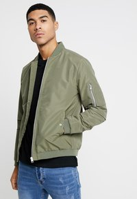 Jack & Jones - JJEDESERT - Bomberjacks - dusty olive - 0