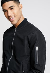 Jack & Jones - JJEDESERT - Bomber Jacket - black - 3