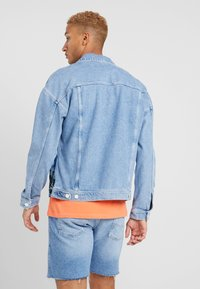 Jack & Jones - JJIJEAN JJJACKET OVERSIZE - Džínová bunda - blue denim - 2