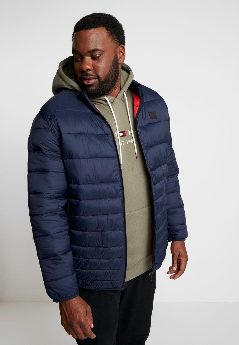 Jack & Jones - JJEBOMB PUFFER COLLAR - Winter jacket - navy blazer
