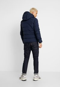 Jack & Jones - JORWAYNE PUFFER JACKET - Winter jacket - navy blazer - 2