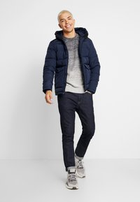 Jack & Jones - JORWAYNE PUFFER JACKET - Winter jacket - navy blazer - 1
