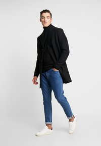 Jack & Jones - JORBLINDERS COAT - Kurzmantel - black - 1