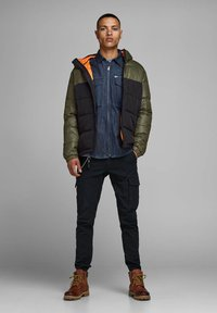 Jack & Jones - JCOOSCAR JACKET HOOD - Winterjacke - olive - 1