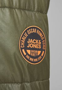 Jack & Jones - JCOOSCAR JACKET HOOD - Winterjacke - olive - 4