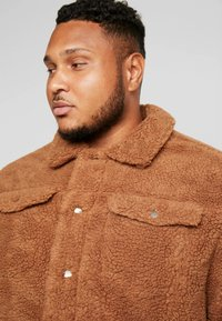 Jack & Jones - JORTEDDY TRUCKER - Winterjas - tigers eye - 4