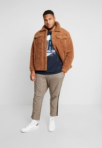 Jack & Jones - JORTEDDY TRUCKER - Winterjas - tigers eye - 1
