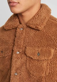Jack & Jones - JORTEDDY TRUCKER  - Winter jacket - tigers eye - 4