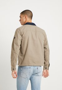 Jack & Jones - JORGALO COACH JACKET - Lett jakke - brindle