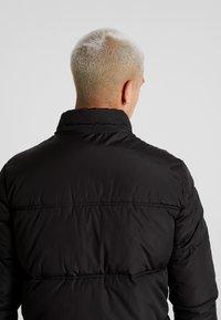 Jack & Jones - JCOMARIO PUFFER - Zimní kabát - black - 4