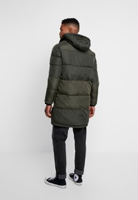 Jack & Jones - JCOJAKE LONG PUFFER - Parka - forest night - 2