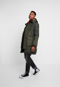 Jack & Jones - JCOJAKE LONG PUFFER - Parka - forest night - 1