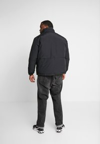 Jack & Jones - JCONOAH SHORT PUFFER - Zimní bunda - black - 2