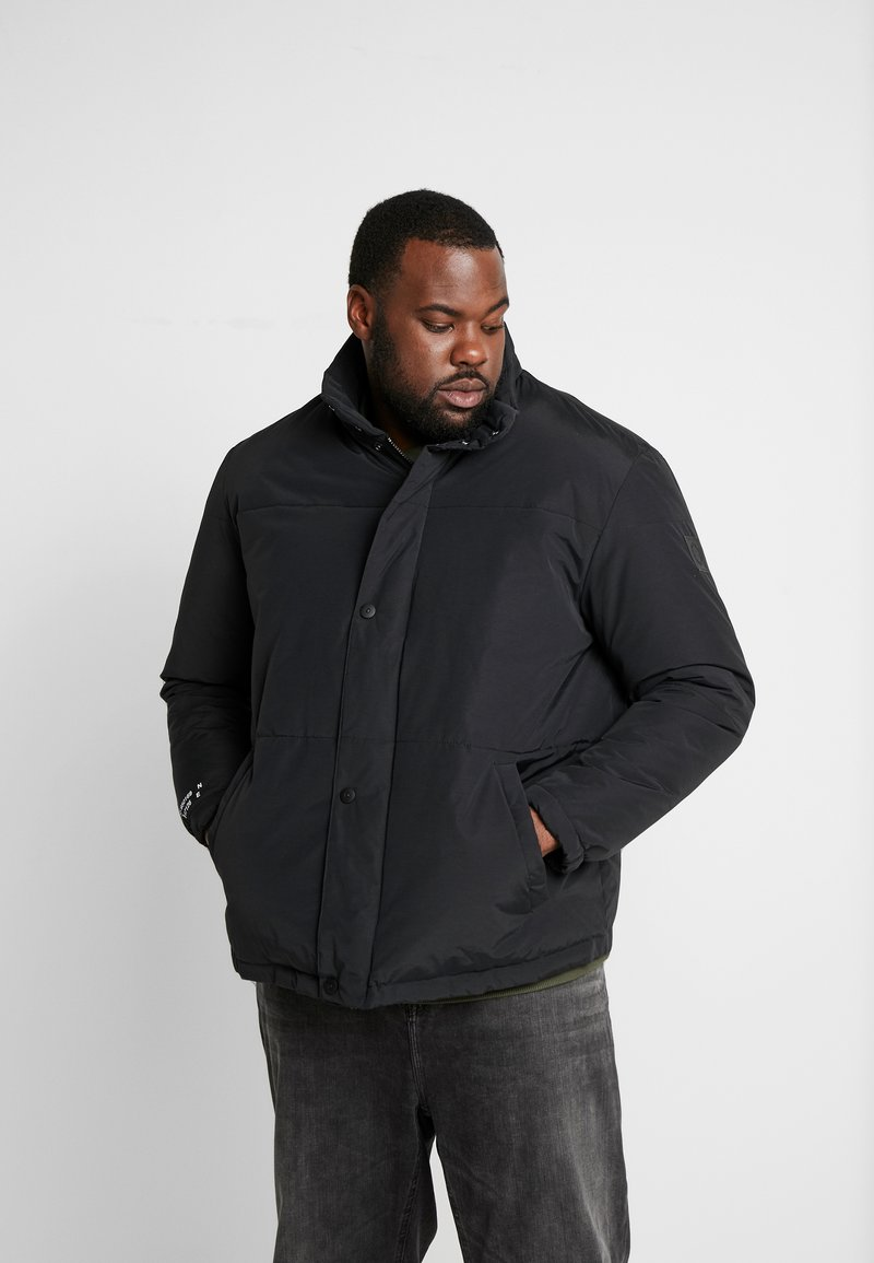 Jack & Jones - JCONOAH SHORT PUFFER - Zimní bunda - black