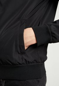 Jack & Jones - JORPARTY - Chaquetas bomber - black - 5