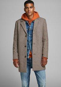 Jack & Jones - Short coat - light brown - 0