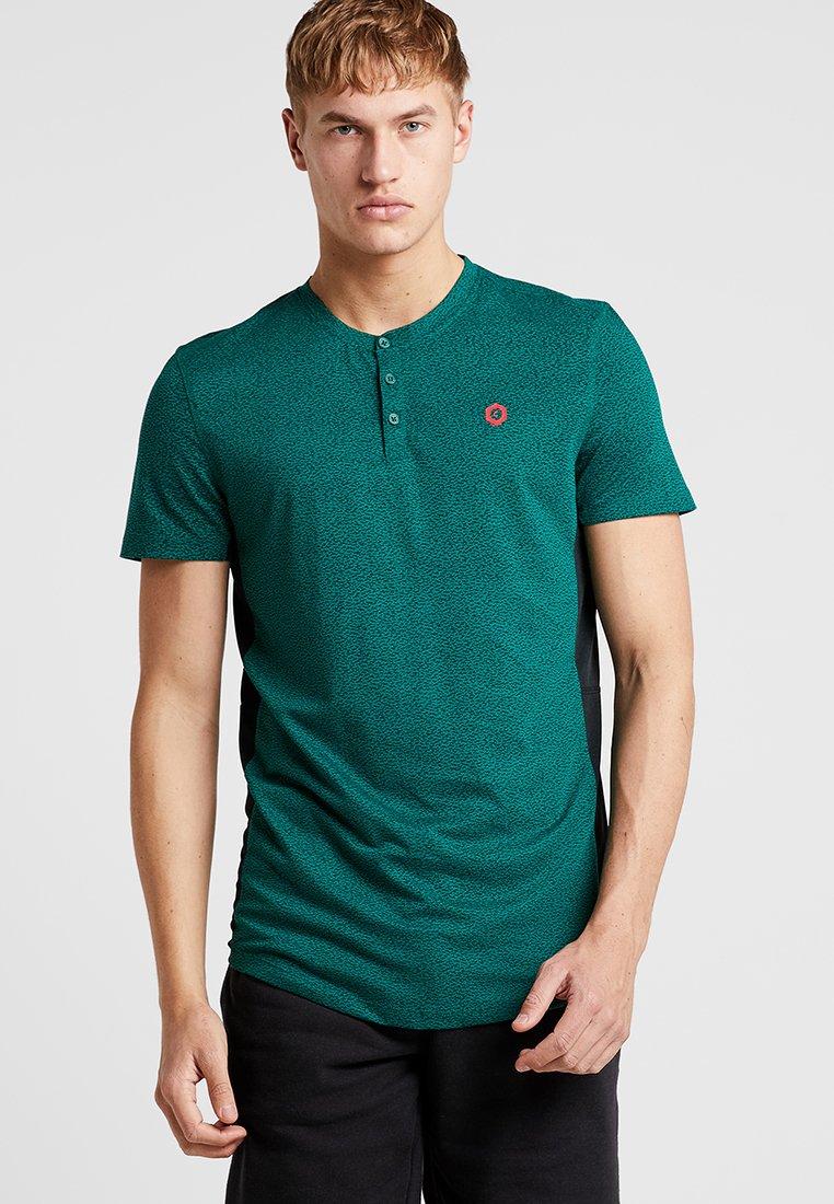 Jack & Jones - JCOBUTTON TEE - Print T-shirt - evergreen