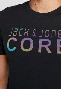 Jack & Jones - JCOFOAM REFLECT TEE CREW NECK SLIM FIT - T-shirt z nadrukiem - black - 6