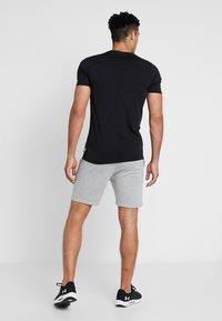 Jack & Jones - JCOFOAM REFLECT TEE CREW NECK SLIM FIT - T-shirt z nadrukiem - black - 2