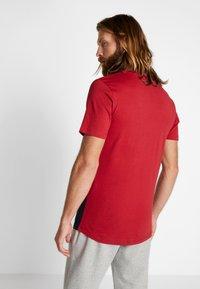 Jack & Jones - JCOMILLER TEE CREW NECK - Print T-shirt - rio red - 2