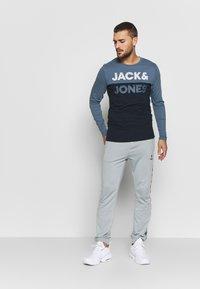 Jack & Jones - JCOMILLER TEE SLIM FIT - Long sleeved top - sky captain - 1