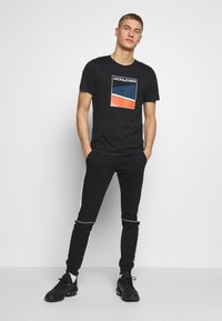 Jack & Jones - Print T-shirt - black - 1