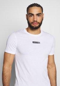 Jack & Jones Performance - JCOZSS TEE SLIM FIT 2 PACK - Basic T-shirt - white/black - 5