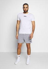Jack & Jones Performance - JCOZSS TEE SLIM FIT 2 PACK - Basic T-shirt - white/black - 0